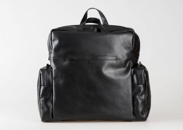 vegetable tanned leather Backpack in black with side pockets